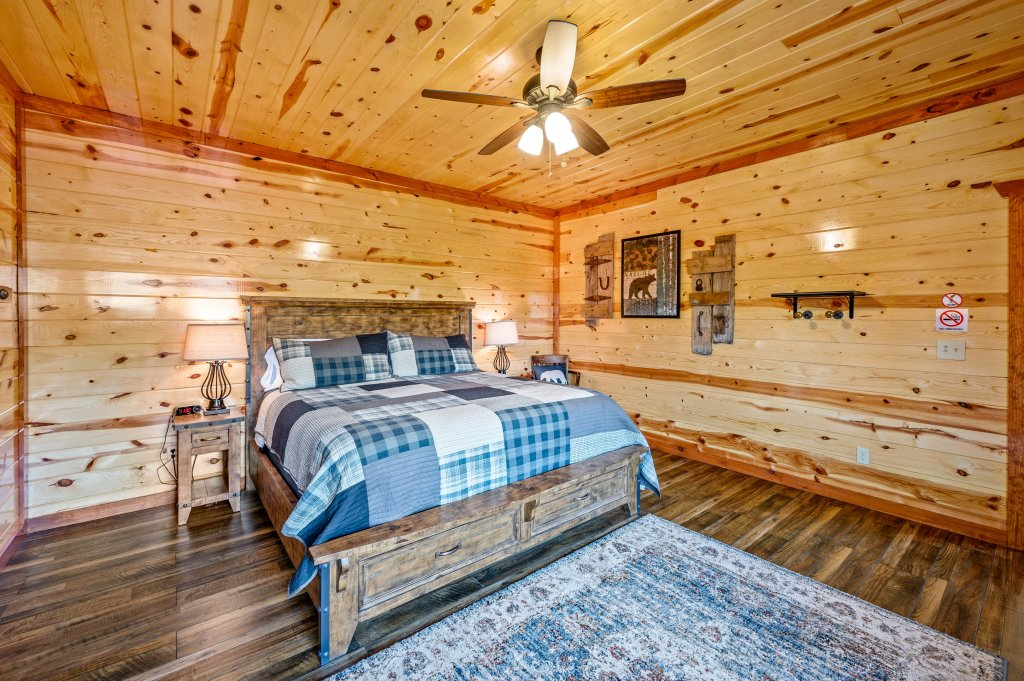 Photo of a Sevierville Cabin named Lazy Bear Lodge - This is the ninety-seventh photo in the set.