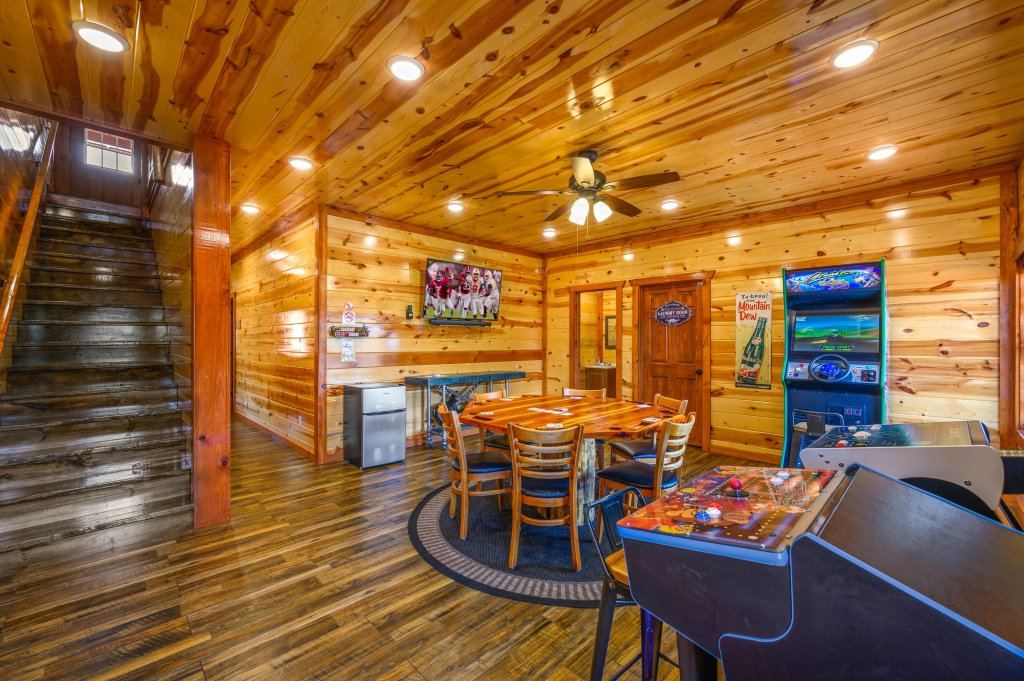 Photo of a Sevierville Cabin named Lazy Bear Lodge - This is the ninety-fourth photo in the set.