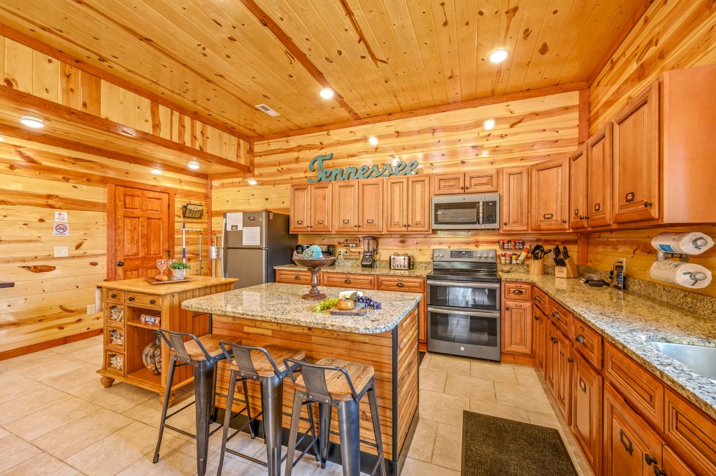 Photo of a Sevierville Cabin named Lazy Bear Lodge - This is the eighty-fifth photo in the set.