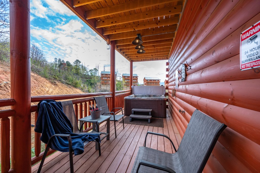 Photo of a Sevierville Cabin named Lazy Bear Lodge - This is the sixty-eighth photo in the set.