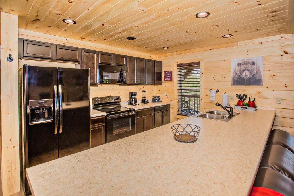 Photo of a Pigeon Forge Cabin named A Bear's Alpine Splash - This is the twentieth photo in the set.