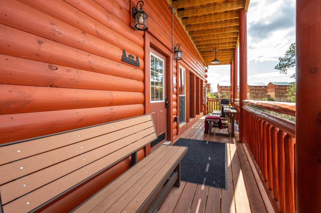 Photo of a Sevierville Cabin named Lazy Bear Lodge - This is the seventy-second photo in the set.