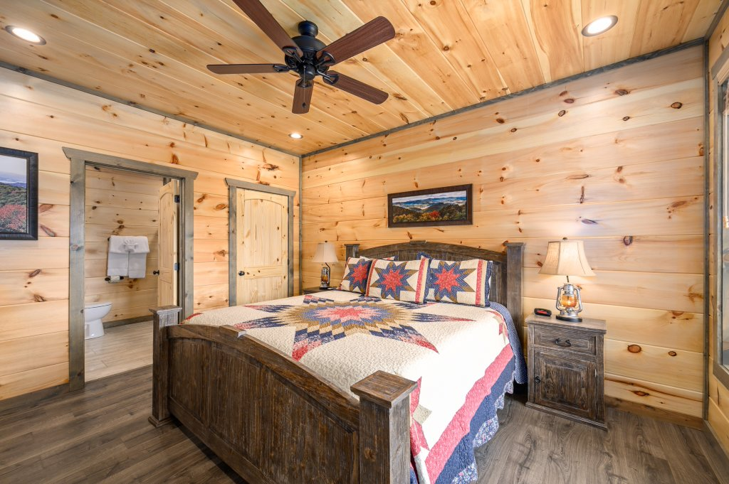 Photo of a Pigeon Forge Cabin named Bear Foot Retreat - This is the seventeenth photo in the set.