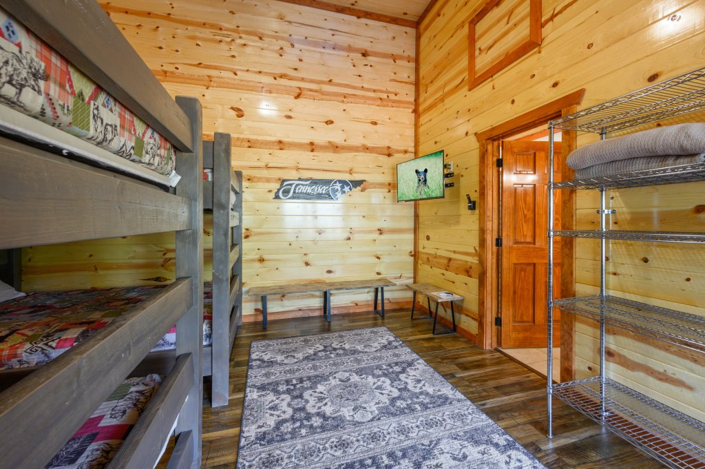 Photo of a Sevierville Cabin named Lazy Bear Lodge - This is the one hundred and third photo in the set.