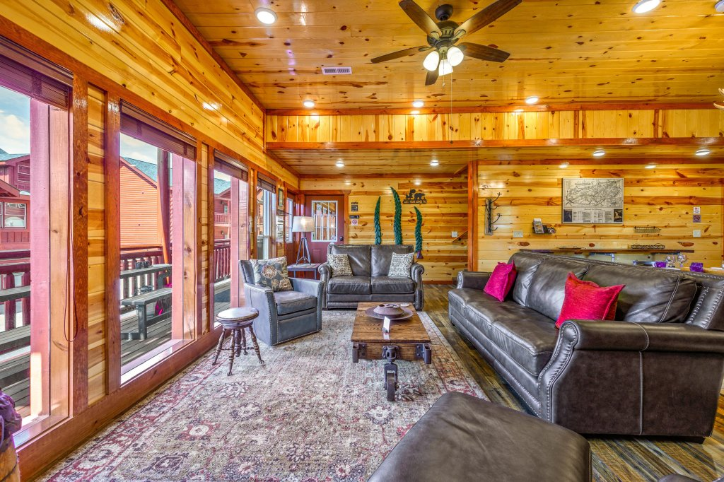 Photo of a Sevierville Cabin named Lazy Bear Lodge - This is the eighty-first photo in the set.