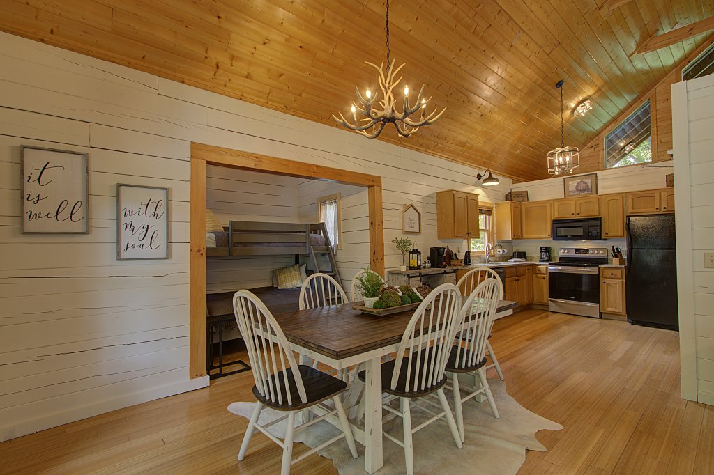 Photo of a Sevierville Cabin named Smoky Pool Paradise #1854 - This is the eighteenth photo in the set.