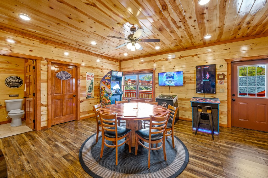 Photo of a Sevierville Cabin named Lazy Bear Lodge - This is the ninety-third photo in the set.