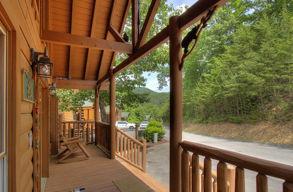 Photo of a Sevierville Cabin named Smoky Pool Paradise #1854 - This is the thirty-seventh photo in the set.