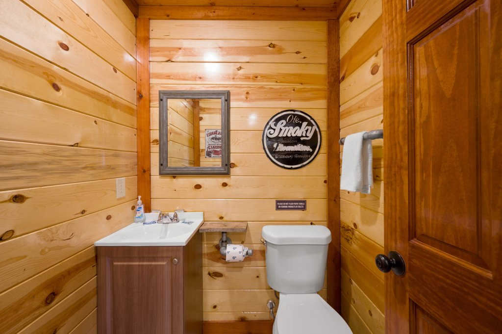 Photo of a Sevierville Cabin named Lazy Bear Lodge - This is the ninety-sixth photo in the set.
