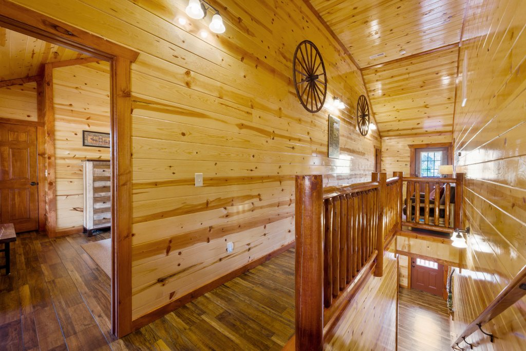 Photo of a Sevierville Cabin named Lazy Bear Lodge - This is the one hundred and first photo in the set.