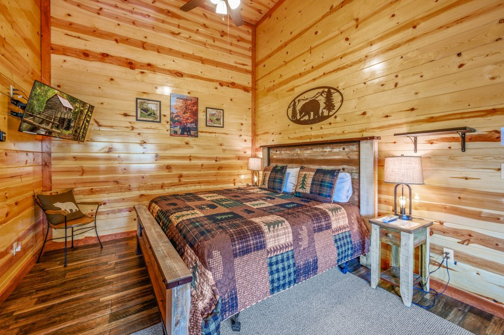 Photo of a Sevierville Cabin named Lazy Bear Lodge - This is the one hundred and sixth photo in the set.