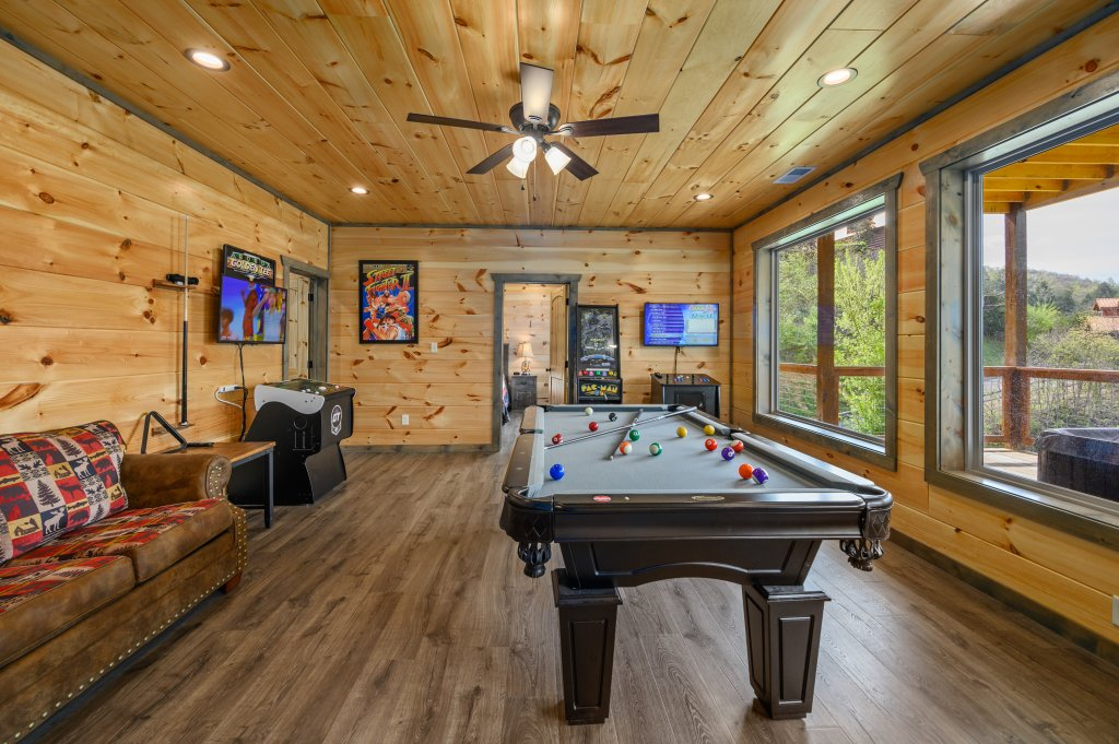 Photo of a Pigeon Forge Cabin named Bear Foot Retreat - This is the eightieth photo in the set.