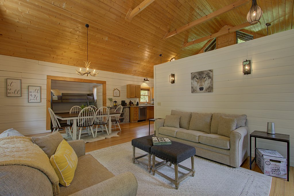 Photo of a Sevierville Cabin named Smoky Pool Paradise #1854 - This is the eighth photo in the set.