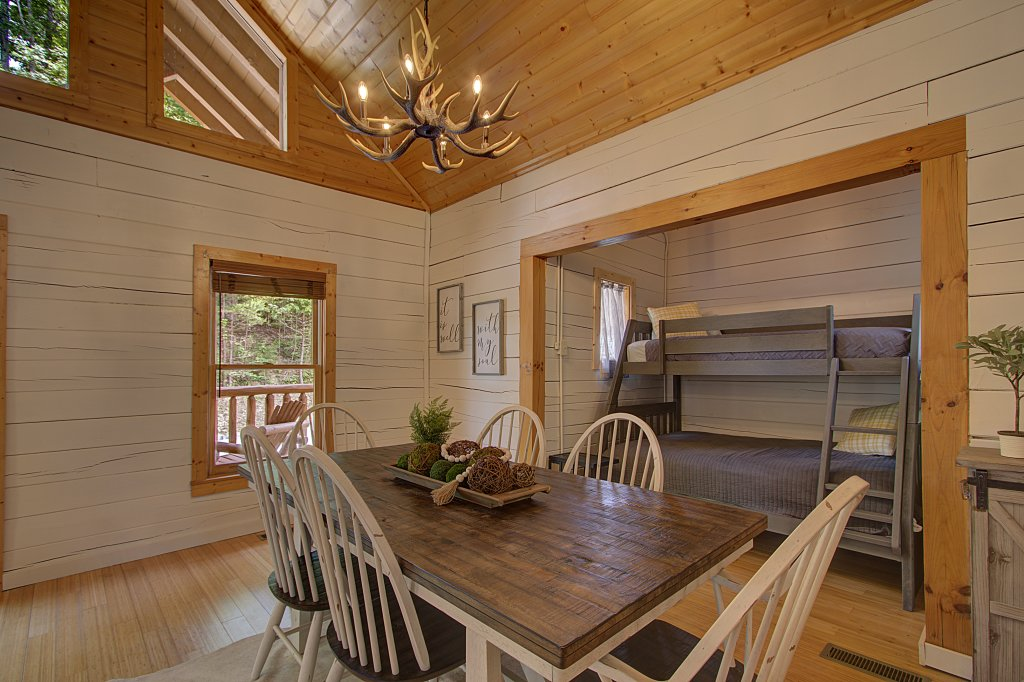 Photo of a Sevierville Cabin named Smoky Pool Paradise #1854 - This is the seventeenth photo in the set.
