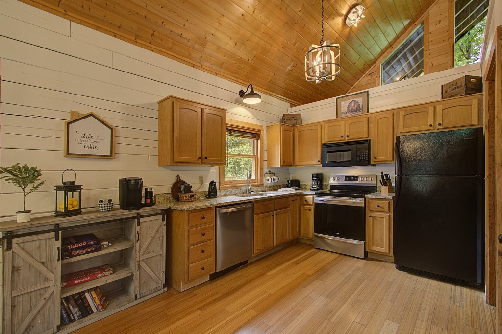 Photo of a Sevierville Cabin named Smoky Pool Paradise #1854 - This is the twenty-second photo in the set.