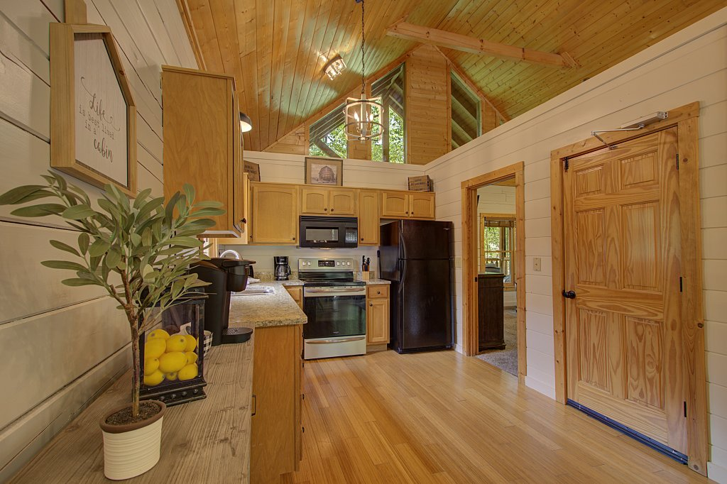 Photo of a Sevierville Cabin named Smoky Pool Paradise #1854 - This is the twenty-first photo in the set.