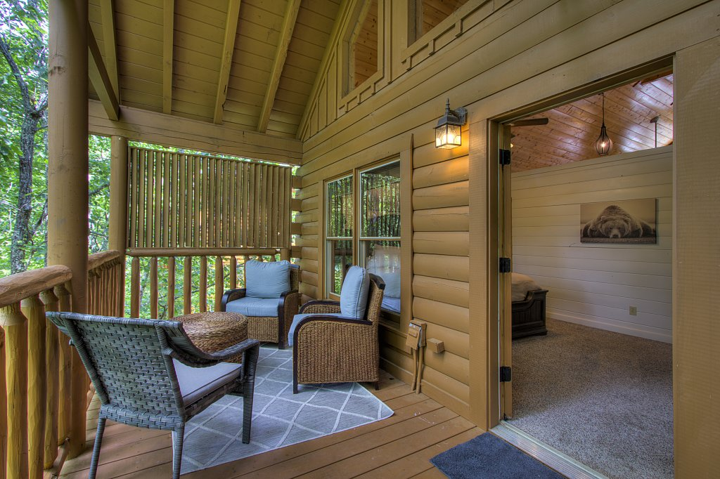 Photo of a Sevierville Cabin named Smoky Pool Paradise #1854 - This is the twenty-fifth photo in the set.