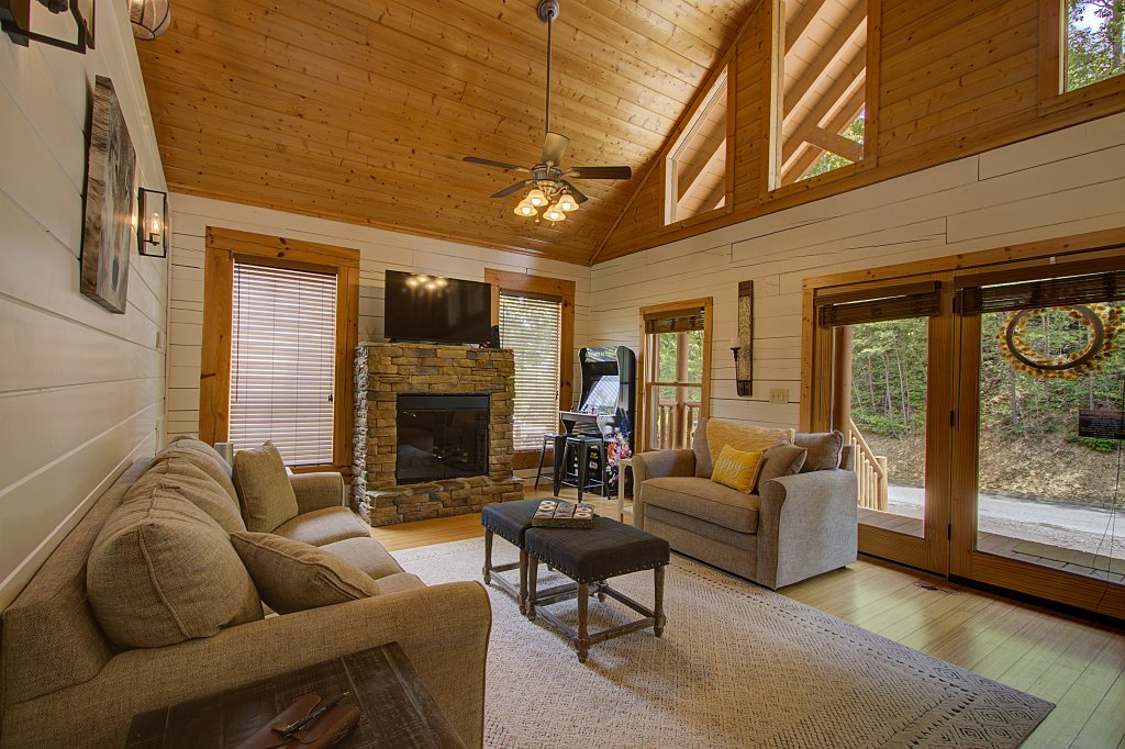 Photo of a Sevierville Cabin named Smoky Pool Paradise #1854 - This is the sixteenth photo in the set.
