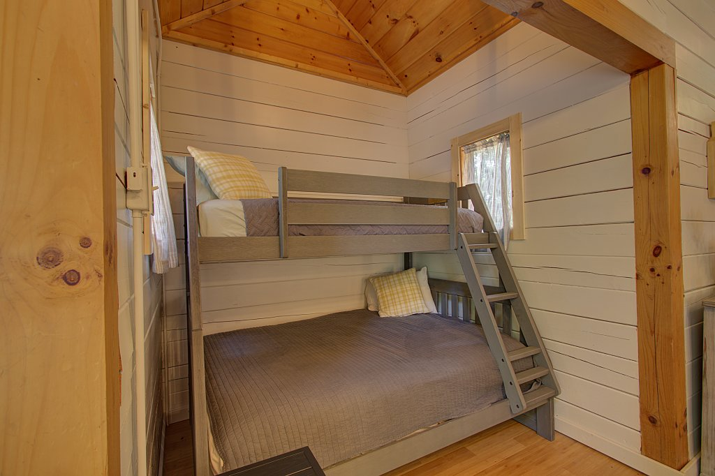 Photo of a Sevierville Cabin named Smoky Pool Paradise #1854 - This is the fifteenth photo in the set.