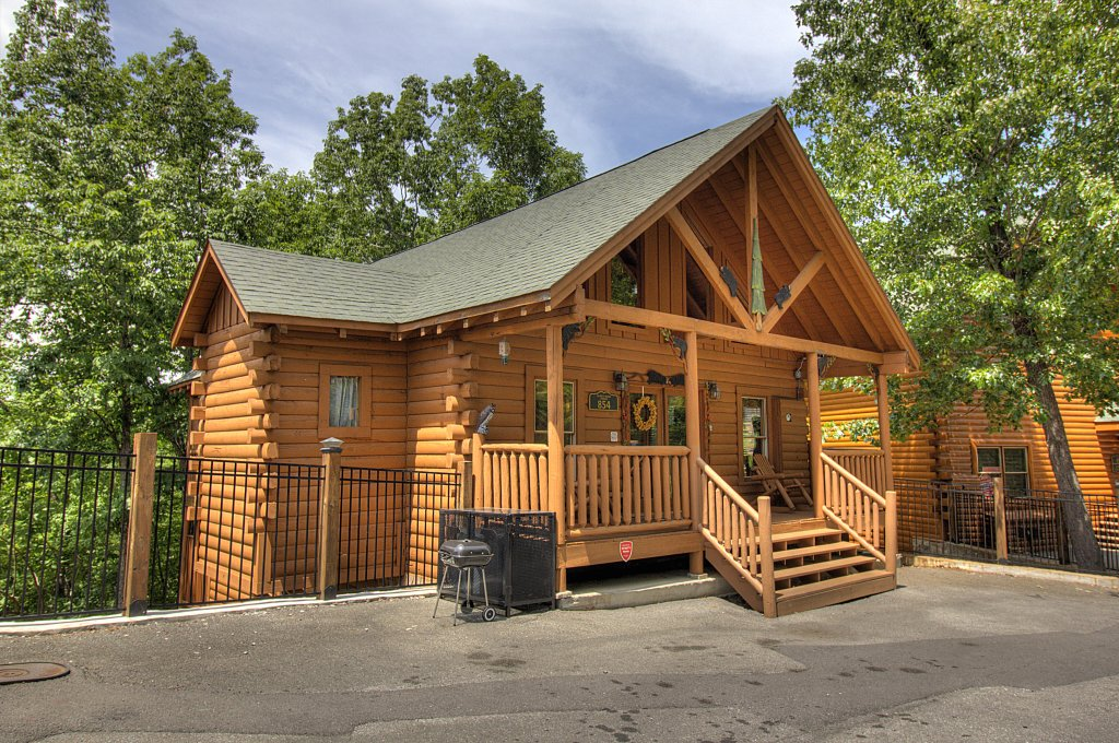 Photo of a Sevierville Cabin named Smoky Pool Paradise #1854 - This is the thirty-second photo in the set.