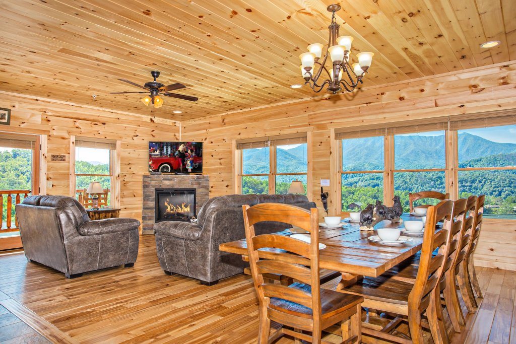 Photo of a Gatlinburg Cabin named Living The Dream - This is the seventh photo in the set.