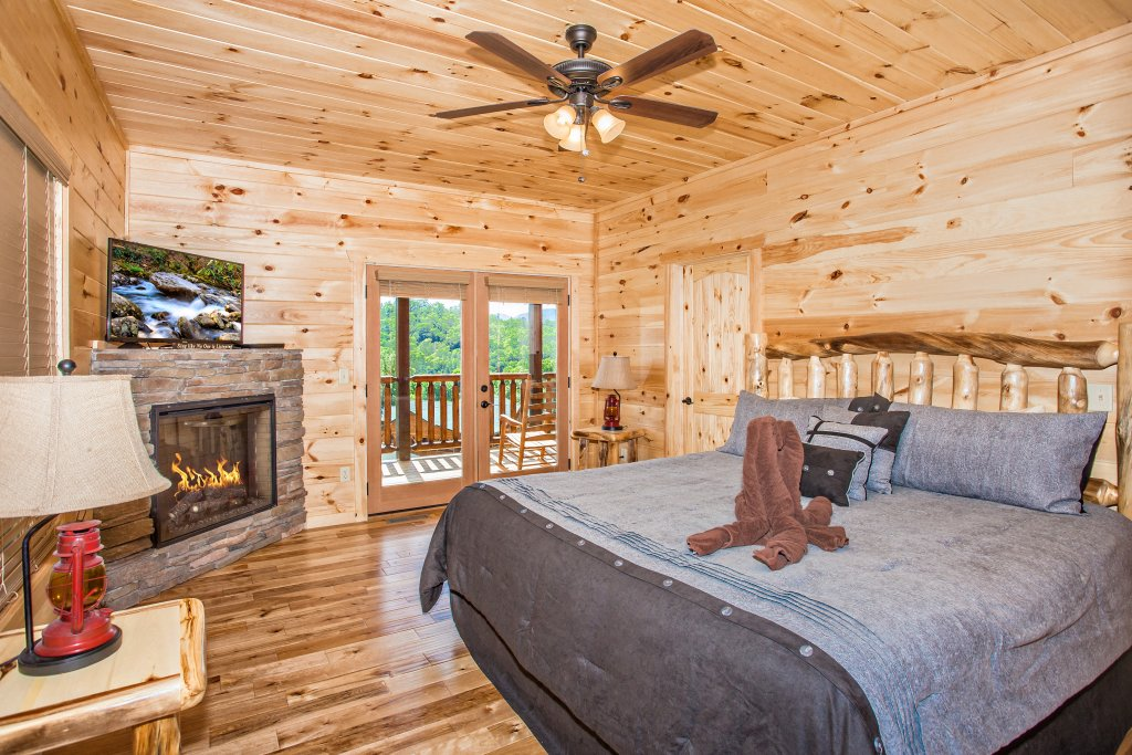 Photo of a Gatlinburg Cabin named Living The Dream - This is the thirteenth photo in the set.