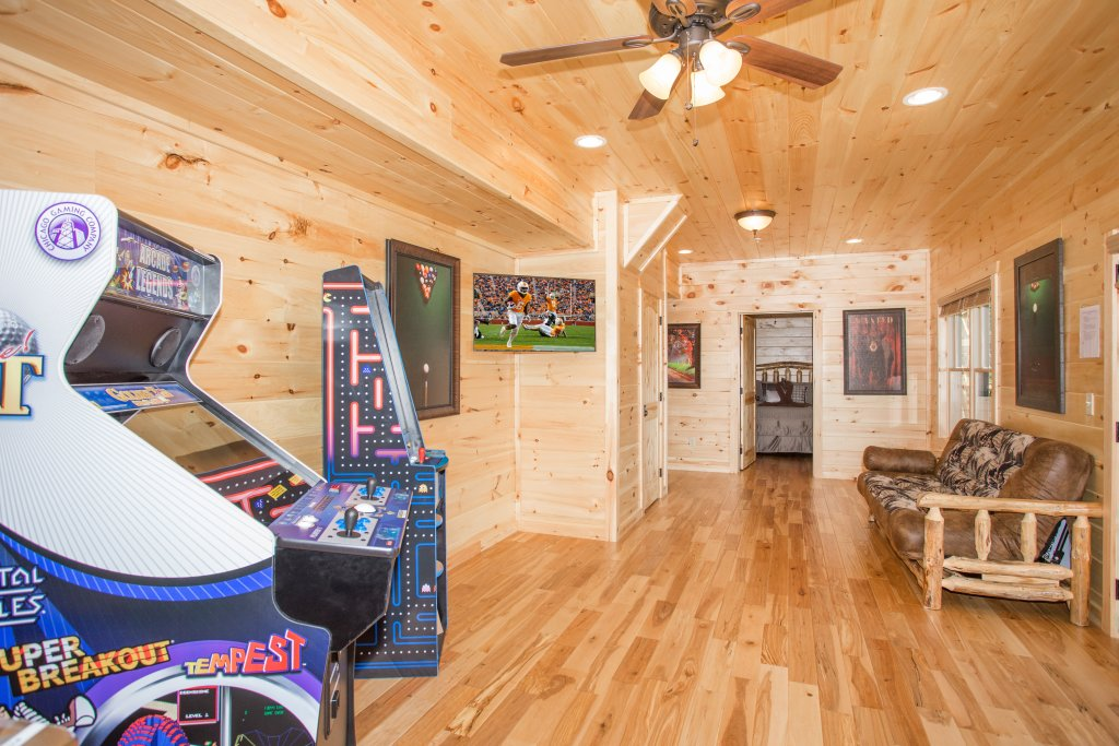Photo of a Gatlinburg Cabin named Living The Dream - This is the sixteenth photo in the set.
