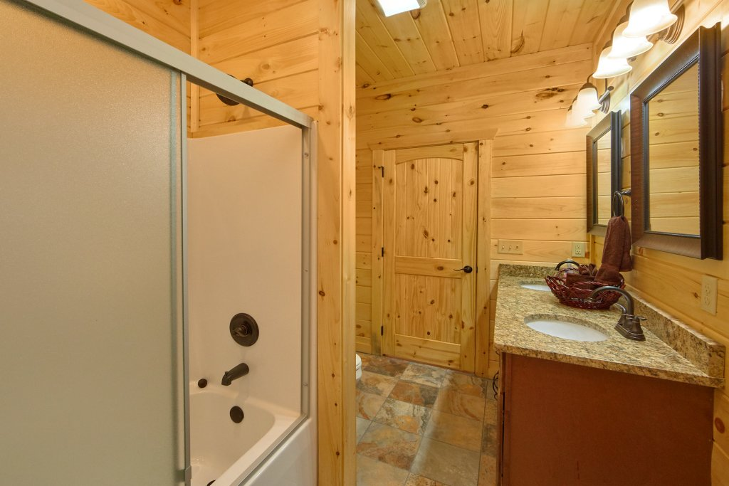 Photo of a Gatlinburg Cabin named Living The Dream - This is the sixty-first photo in the set.
