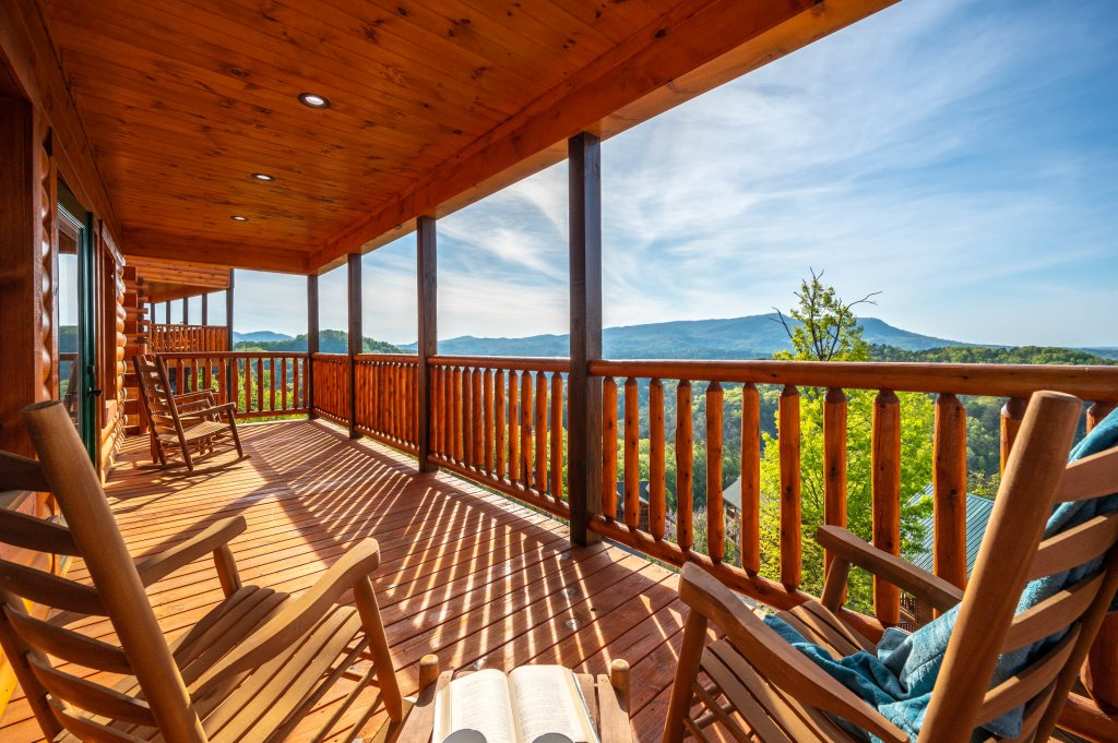 Photo of a Sevierville Cabin named Firefly Escape - This is the twenty-first photo in the set.