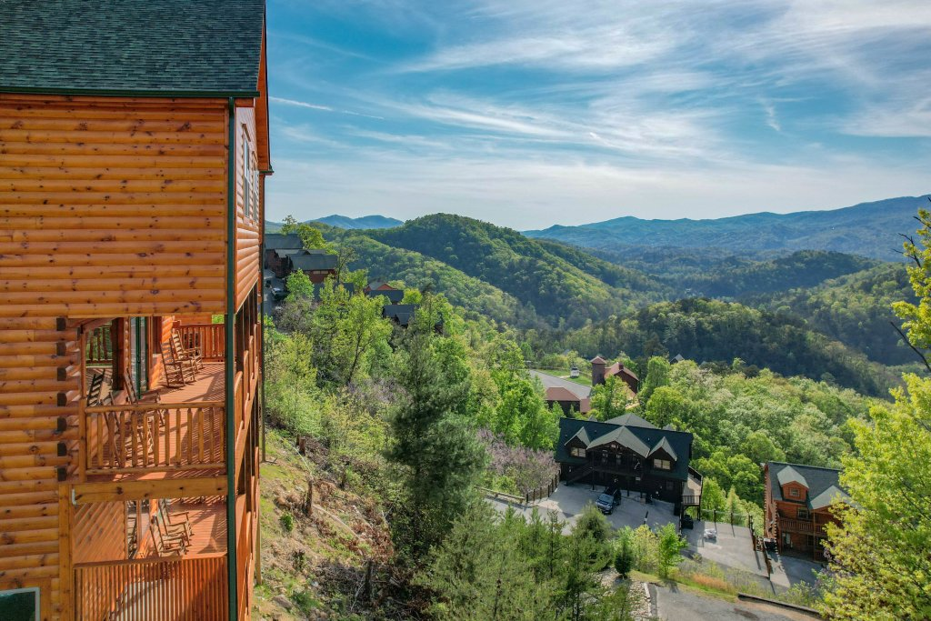 Photo of a Sevierville Cabin named Firefly Escape - This is the fourth photo in the set.