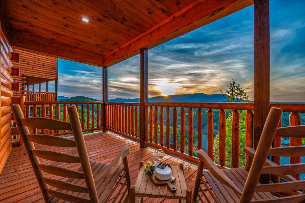 Photo of a Sevierville Cabin named Firefly Escape - This is the first photo in the set.