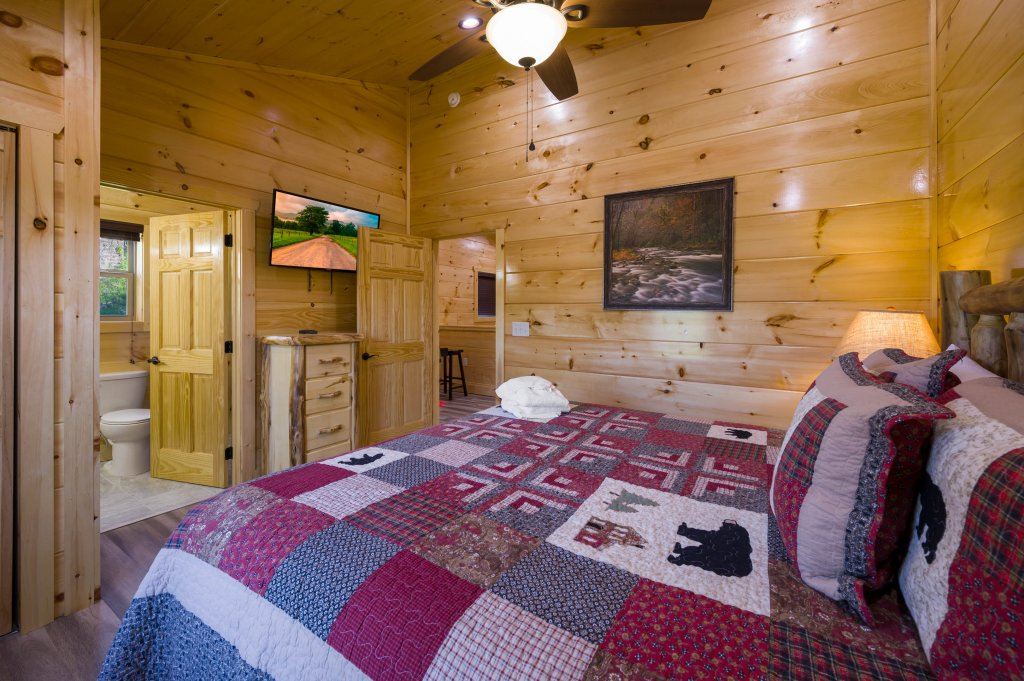 Photo of a Sevierville Cabin named Firefly Escape - This is the fourteenth photo in the set.