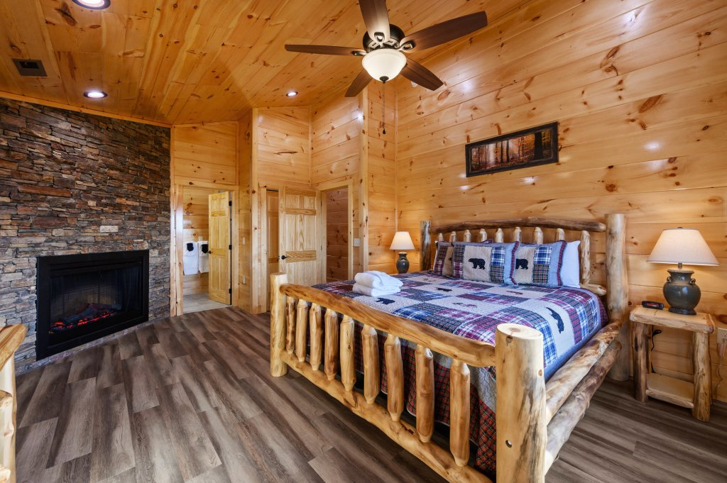 Photo of a Sevierville Cabin named Firefly Escape - This is the eleventh photo in the set.