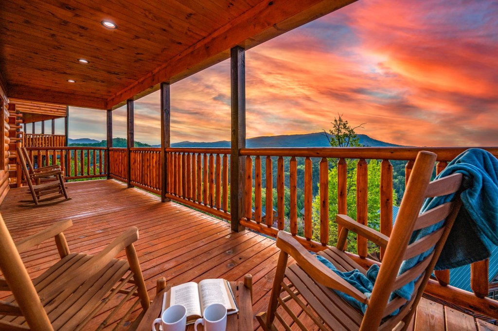 Photo of a Sevierville Cabin named Firefly Escape - This is the thirty-third photo in the set.