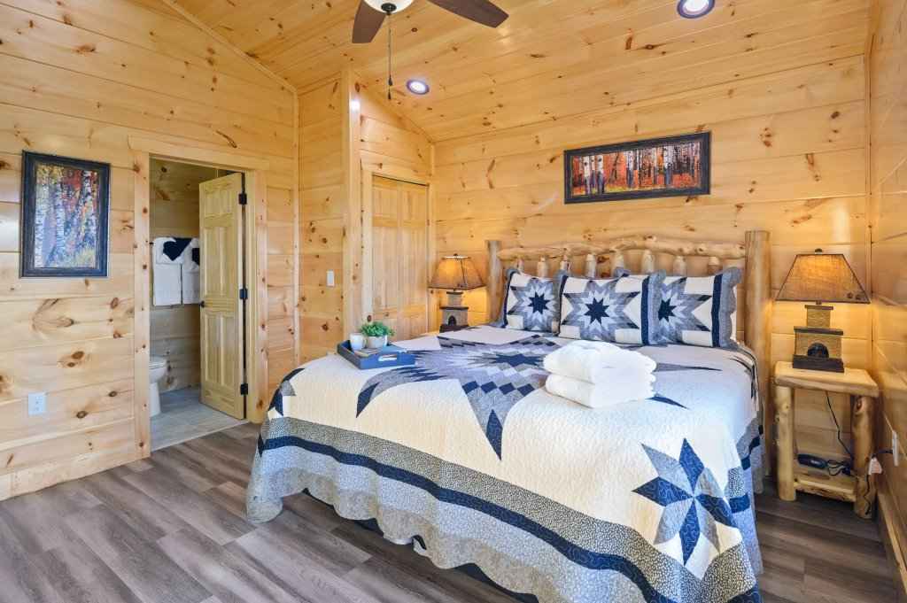 Photo of a Sevierville Cabin named Firefly Escape - This is the seventeenth photo in the set.