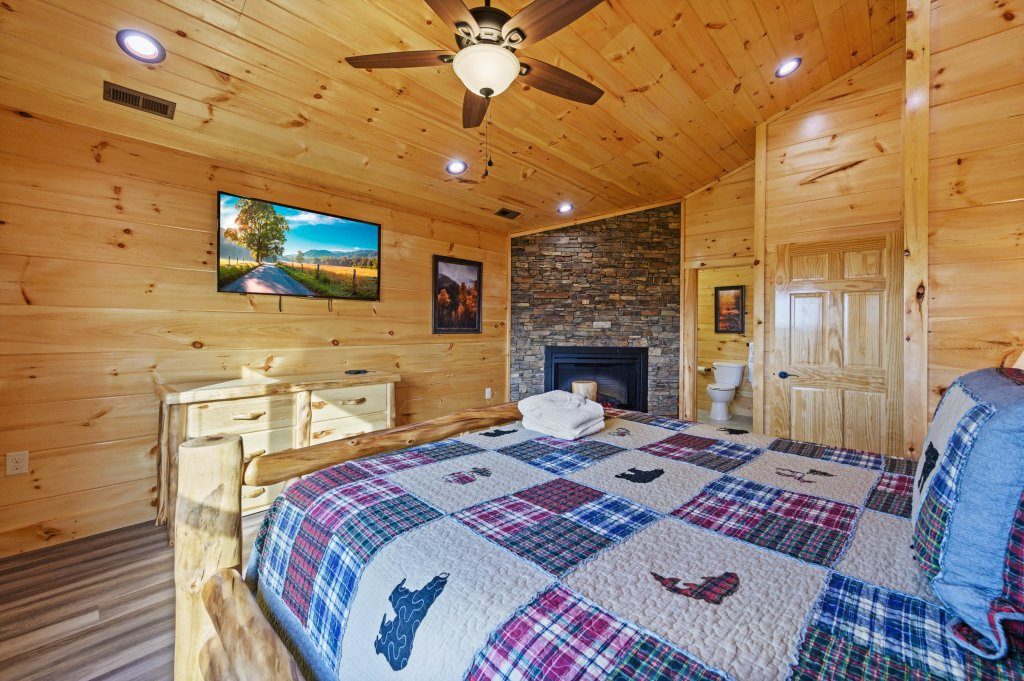 Photo of a Sevierville Cabin named Firefly Escape - This is the sixtieth photo in the set.