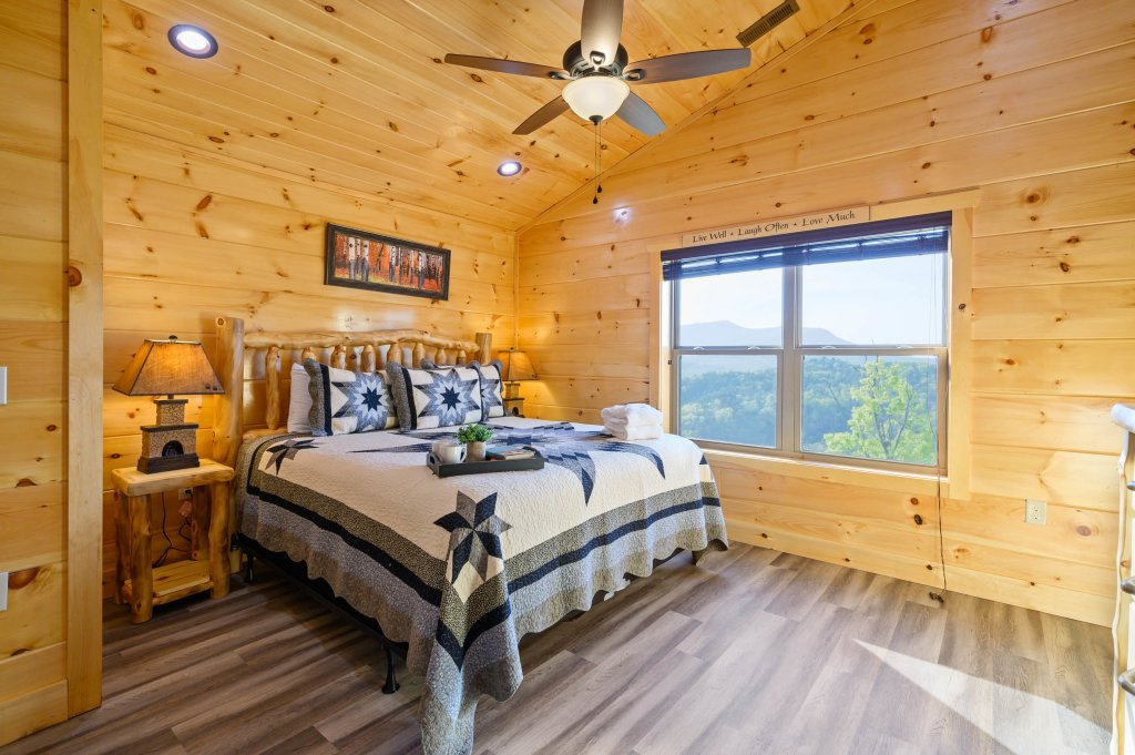 Photo of a Sevierville Cabin named Firefly Escape - This is the fifty-fifth photo in the set.