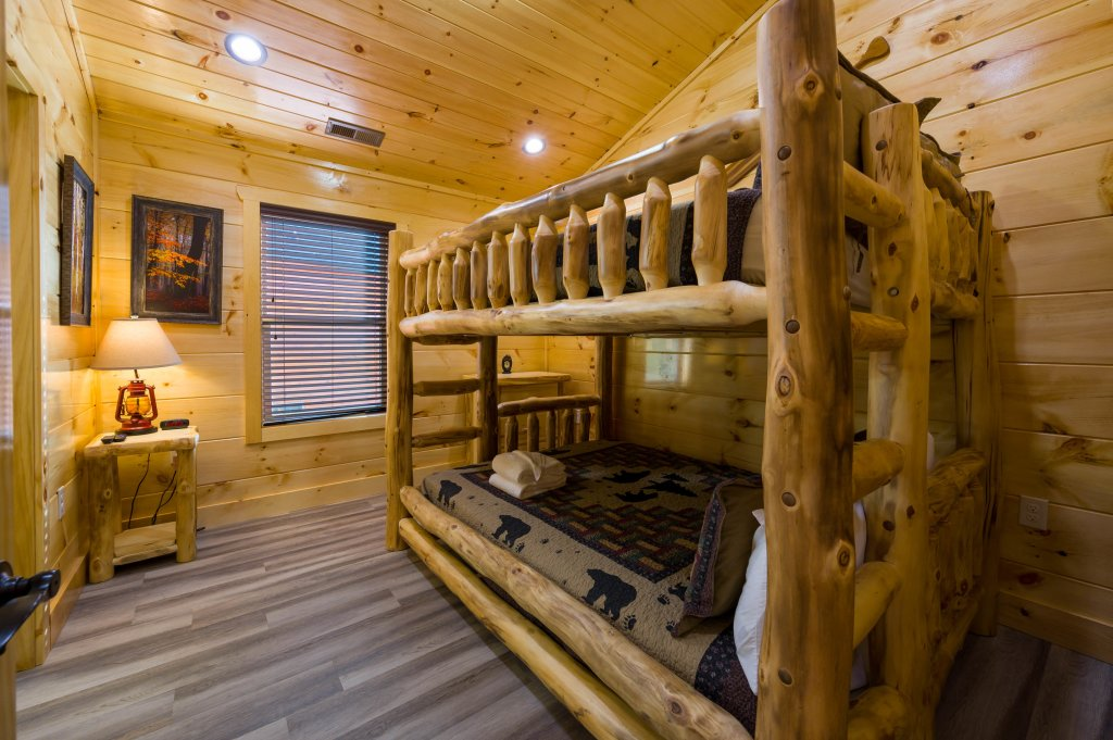 Photo of a Sevierville Cabin named Firefly Escape - This is the nineteenth photo in the set.