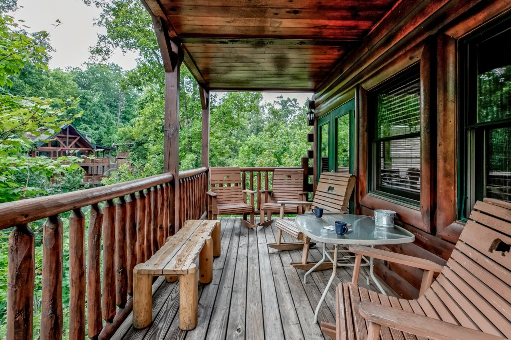 Photo of a Gatlinburg Cabin named Bear's Wilderness Lodge - This is the fifteenth photo in the set.