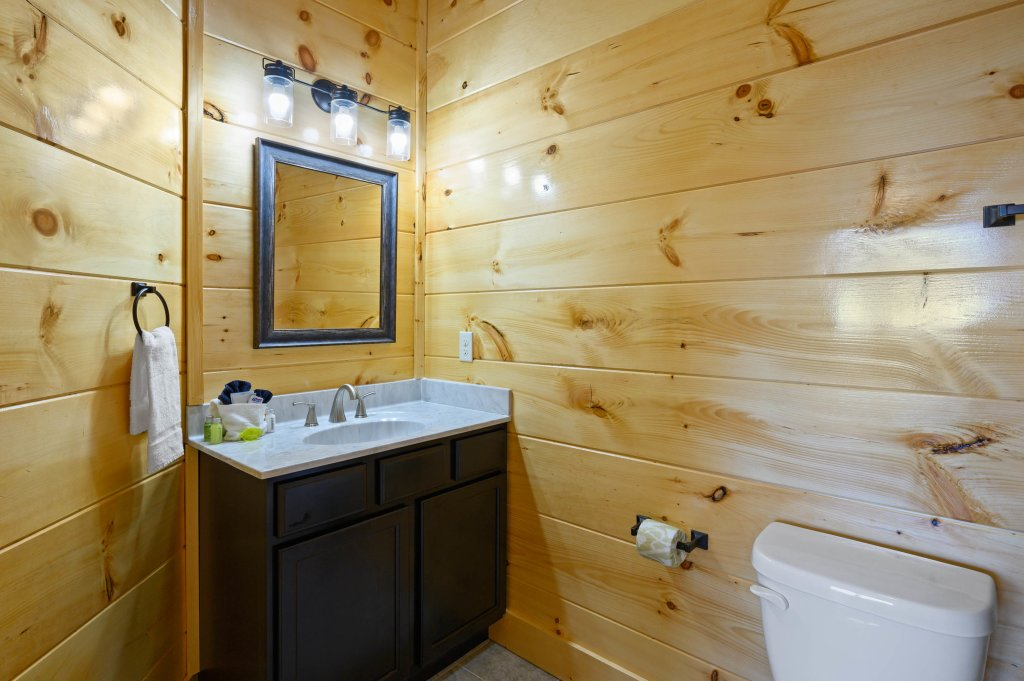 Photo of a Sevierville Cabin named Firefly Escape - This is the eighteenth photo in the set.