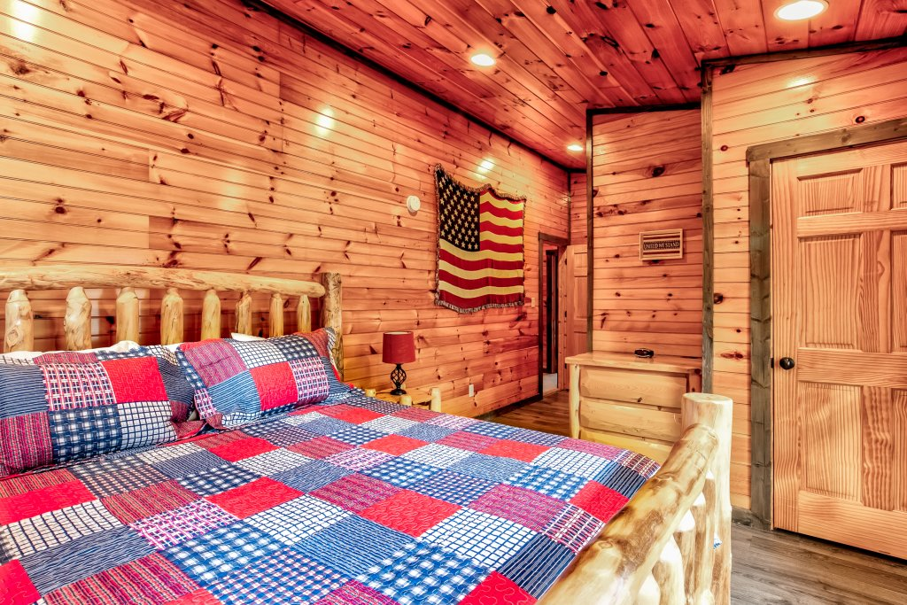 Photo of a Gatlinburg Cabin named Bear's Wilderness Lodge - This is the eighteenth photo in the set.