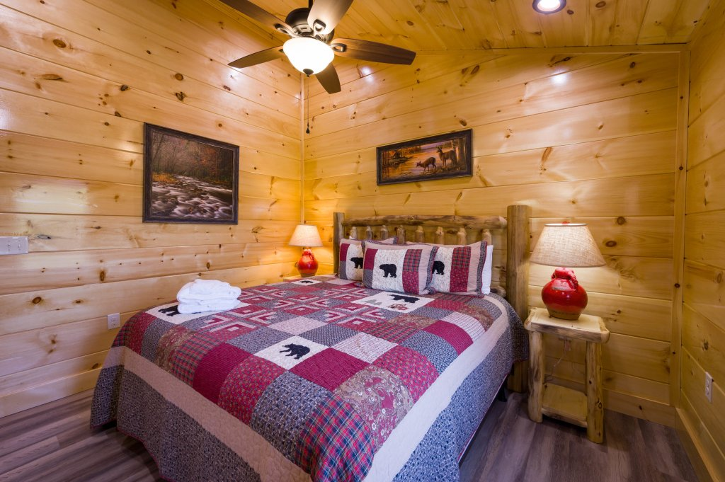 Photo of a Sevierville Cabin named Firefly Escape - This is the fifty-third photo in the set.