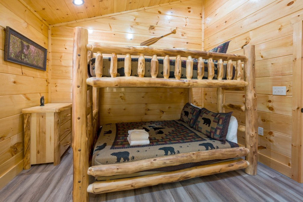Photo of a Sevierville Cabin named Firefly Escape - This is the fifty-seventh photo in the set.