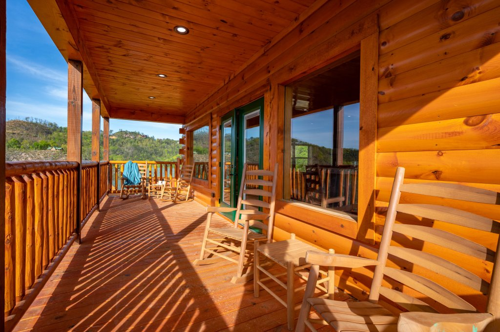 Photo of a Sevierville Cabin named Firefly Escape - This is the ninety-fifth photo in the set.