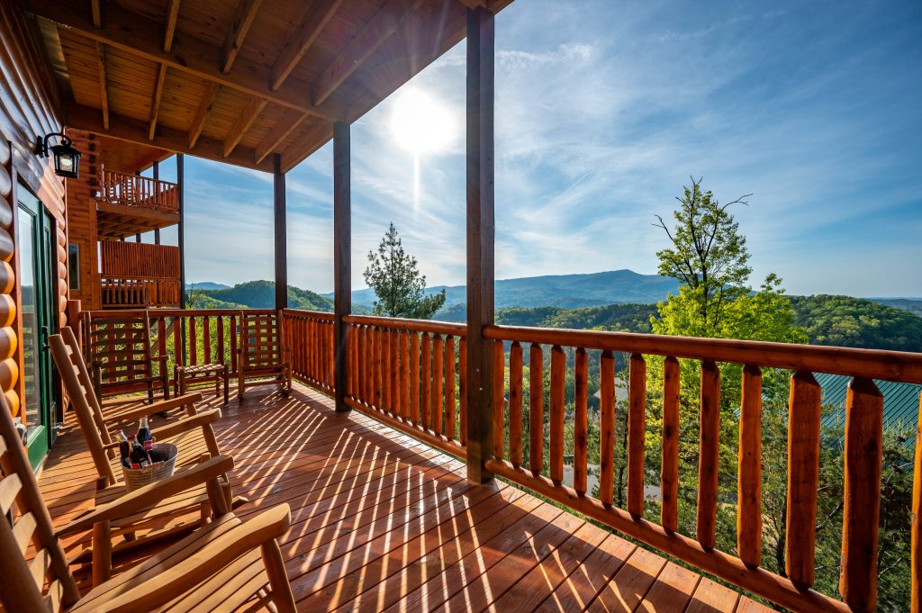 Photo of a Sevierville Cabin named Firefly Escape - This is the thirty-ninth photo in the set.