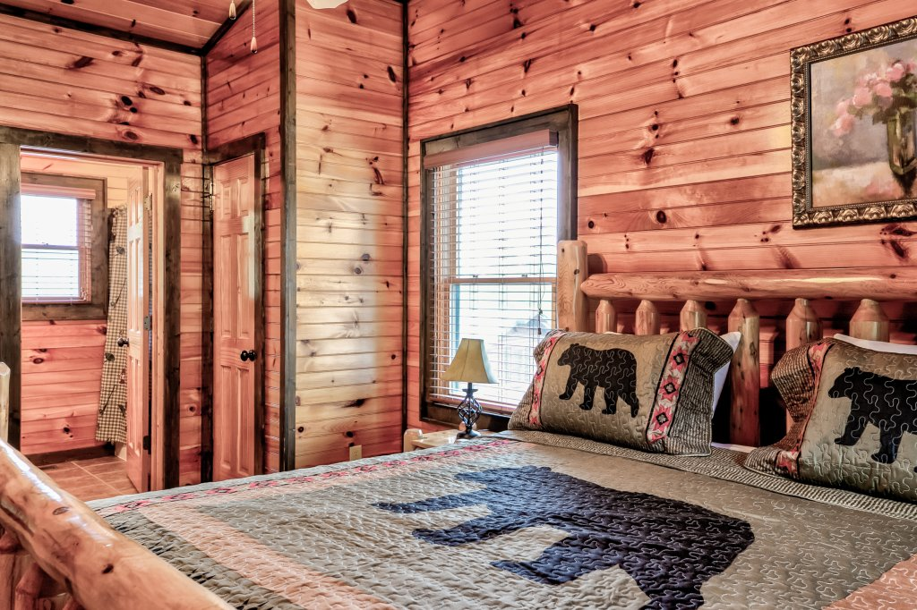 Photo of a Gatlinburg Cabin named Bear's Wilderness Lodge - This is the twenty-second photo in the set.