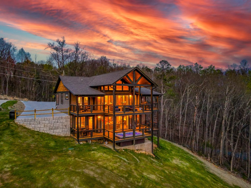 Photo of a Gatlinburg Cabin named Pine Top Paradise - This is the first photo in the set.