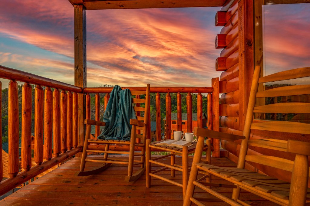 Photo of a Sevierville Cabin named Firefly Escape - This is the eighty-sixth photo in the set.