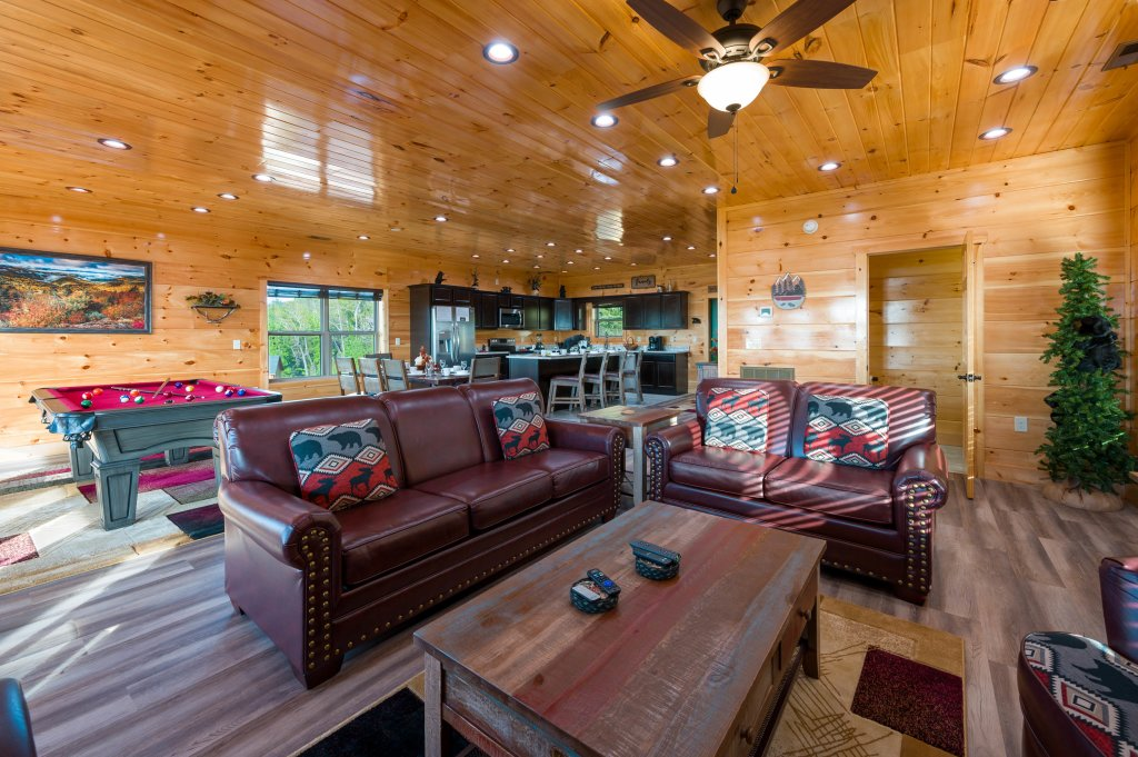 Photo of a Sevierville Cabin named Firefly Escape - This is the seventy-sixth photo in the set.