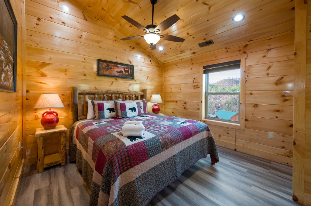 Photo of a Sevierville Cabin named Firefly Escape - This is the fifty-second photo in the set.